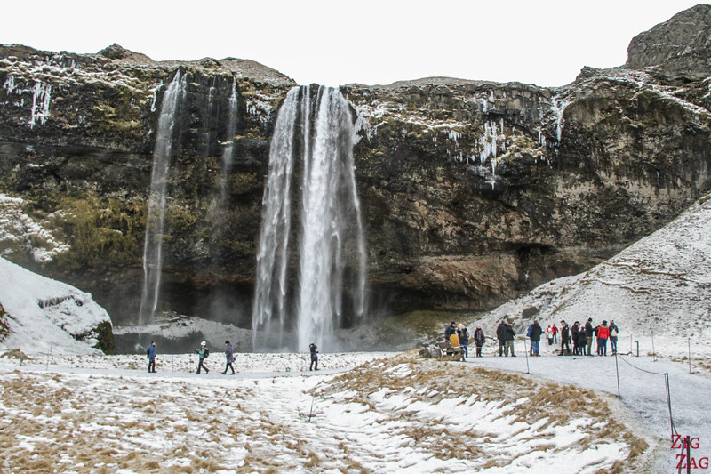 Seljalandsfoss-Wasserfall mit dem Schnee 2