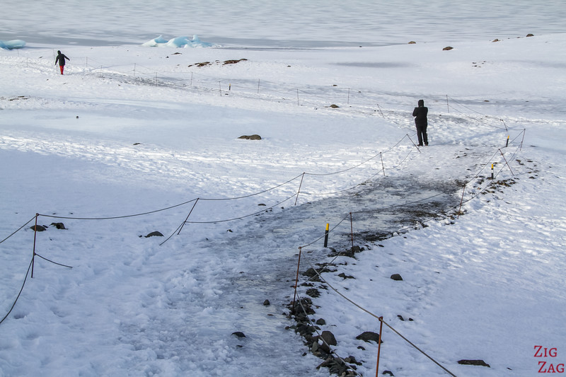Slippery path to Fjallsarlon shore in Winter