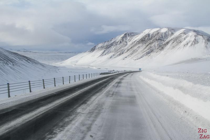 Autofahren in Island im Winter 1