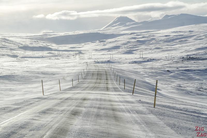 Autofahren in Island im Winter 2