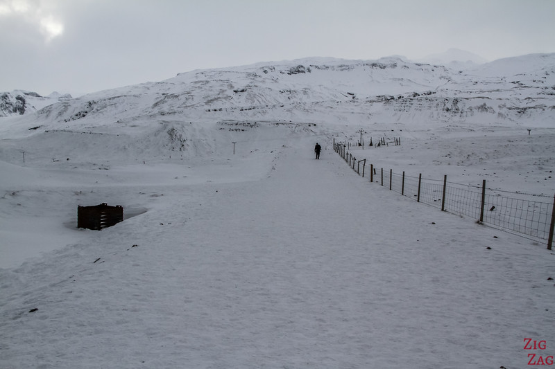 Kirkjufell in winter - walking path 1