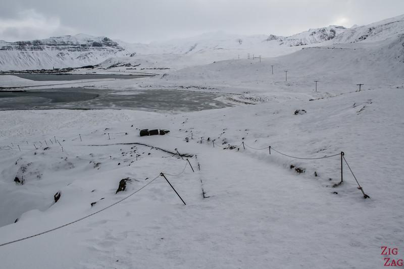 Kirkjufell in winter - walking path 2