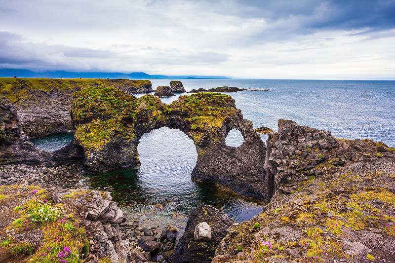 Places to see Snaefellsnes peninsula - Gatklettur arch