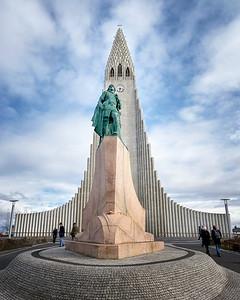 Hallgrimskirkja (w/ Leif Ericson statue)