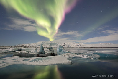 Aurora borealis (northern lights) over the Jokulsarlon glacier lagoon