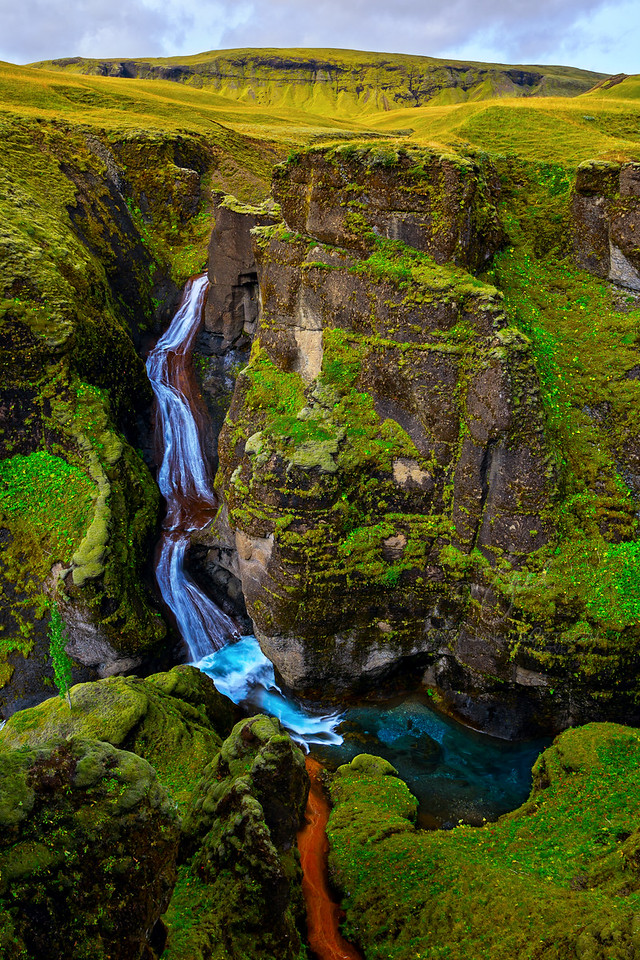 Fjadrargljufur Falls vertical   ©2018  Janelle Orth