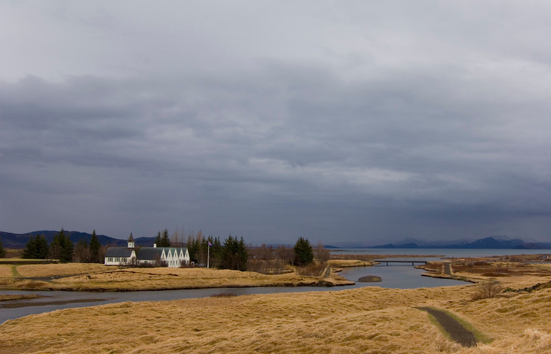 Thingvellir - river between the continent plates i