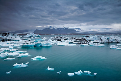 Floating icebergs.