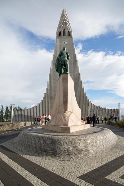 Hallgrímskirkja  church & Leifur Eiriksson