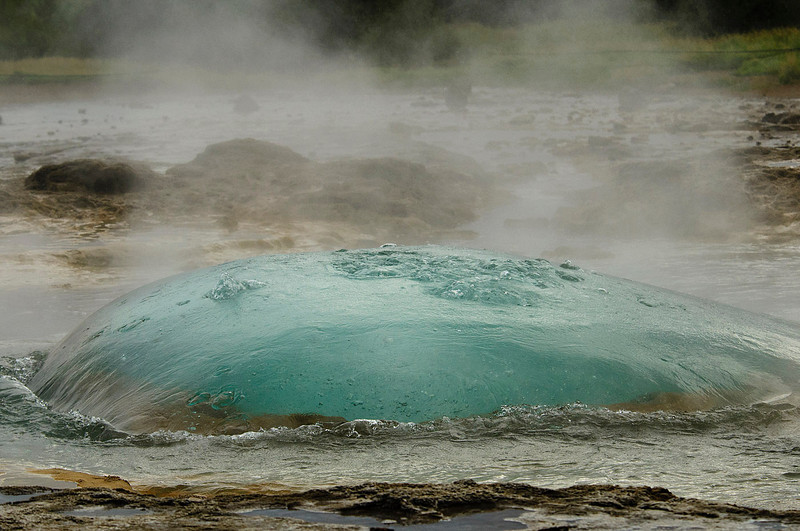 Water bubbles form (Strokkur)