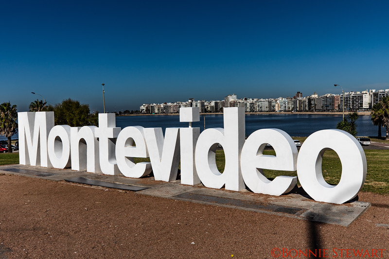 Sign with the shore of Montevideo in the background