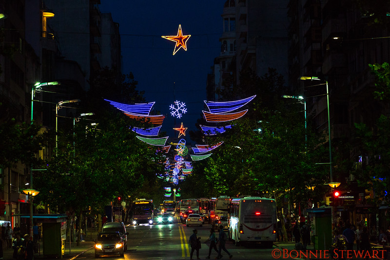 Decorative street lights in Montevideo with lots of traffic