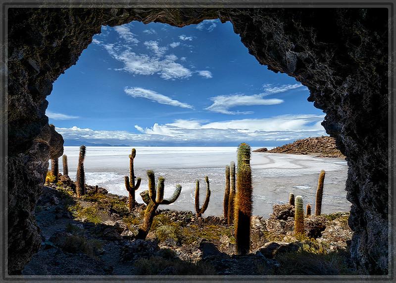 Cueva en La Isla Incahuasi