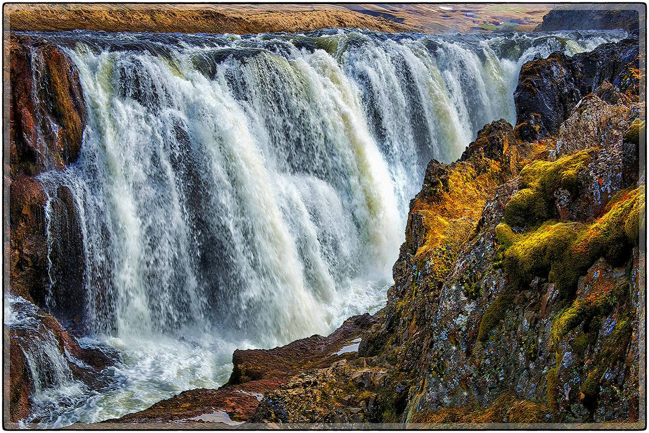 Kolugljufur Falls