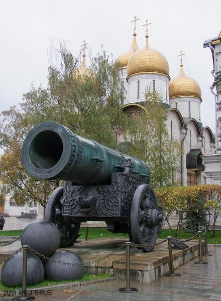 The Tzar-Cannon in Ivanovskaya Square, cast in 1586.