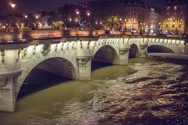 Pont Neuf bridge with high water on the Seine