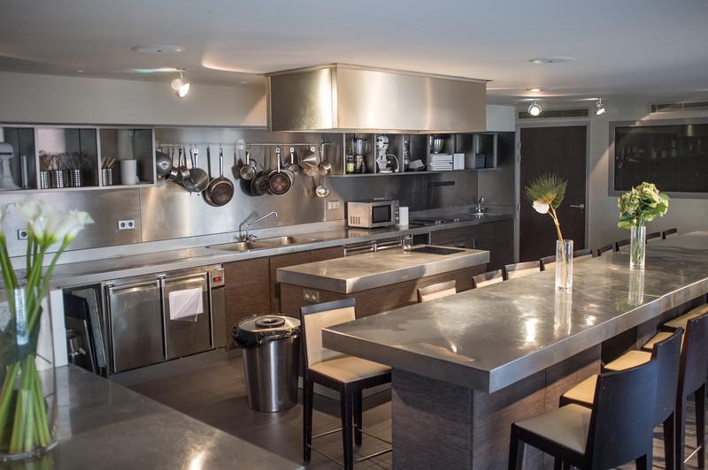Un Dimanche a Paris upper kitchen