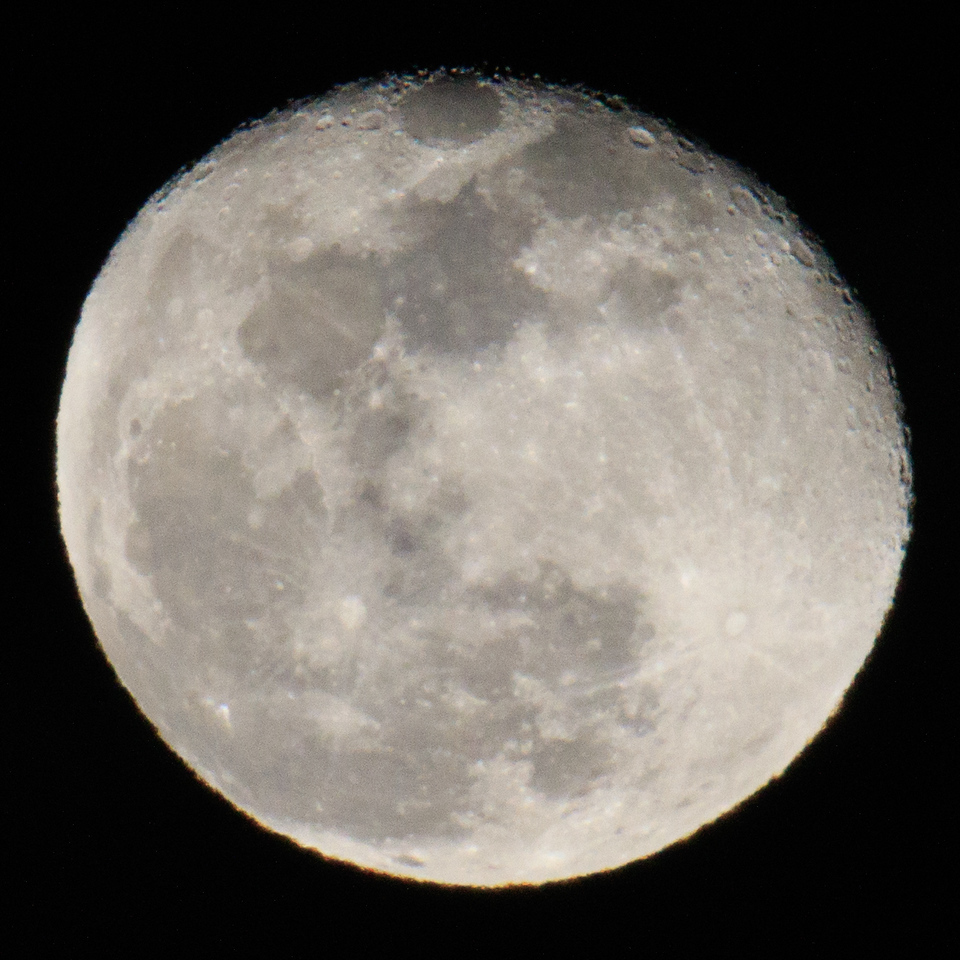 After the reception and dinner, the clear atmospshere enabled a reasonably sharp moon image.  Good thing I brought my tripod.
