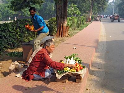 Vendors on the way to Taj Mahal