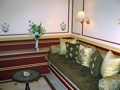 The sitting area with daily fresh flowers. The flowers (Casa Blanca) are also my favorite, coincidence?