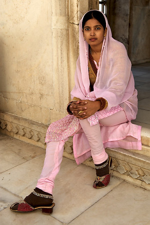 Young Indian woman, Agra Fort, Agra.