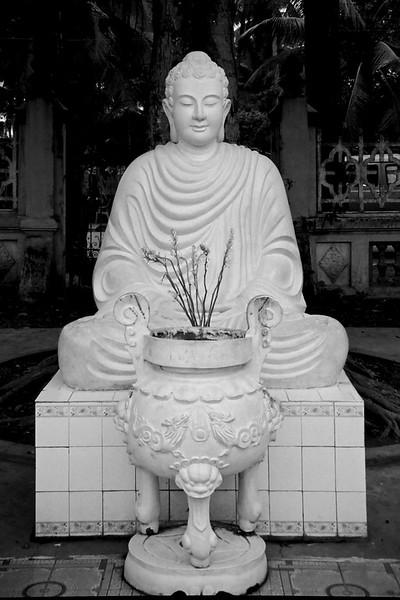 Buddhist statue - Vietnam, April 1999