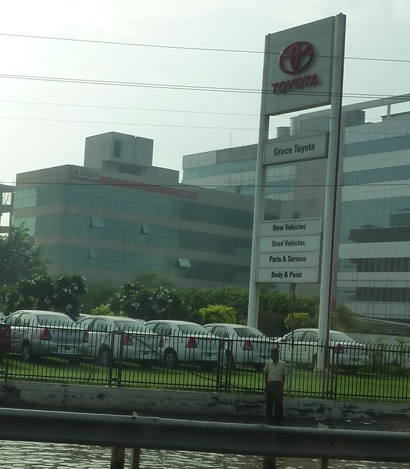 yay ! a Toyota store !