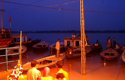 Hindi ceremony at the river Ghanges (Meer Ghat)