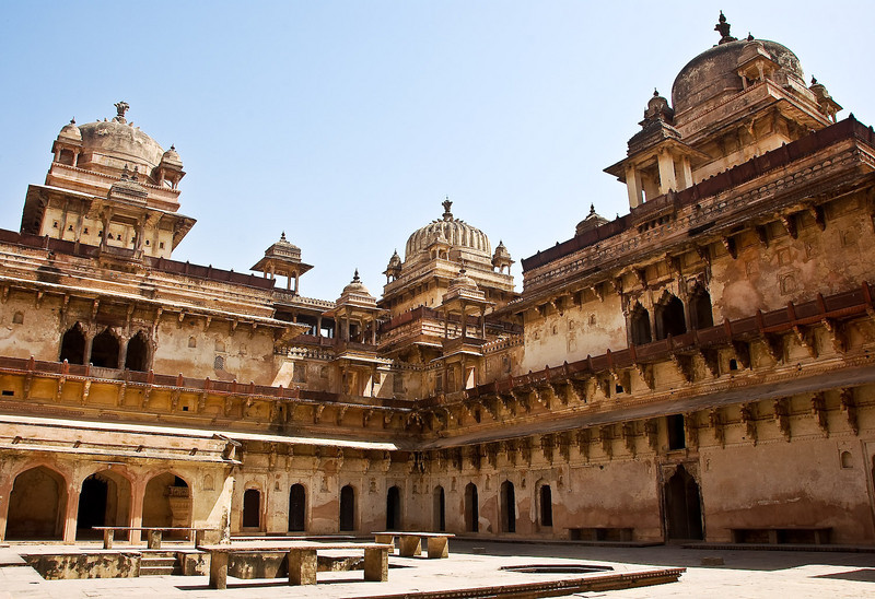 Raj Mahal courtyard. Kings rooms on the left. Monday concubine on the right.