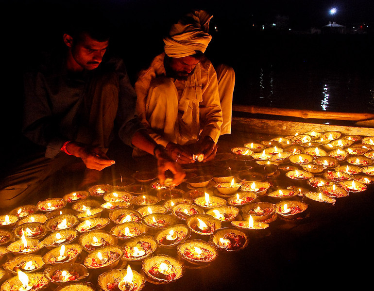 Floating candles onto the Ganges in evening Puja