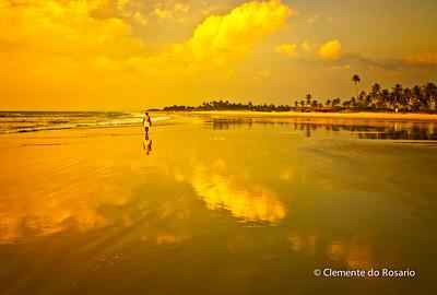 A late evening stroll along Cavelossim beach in Goa, India
