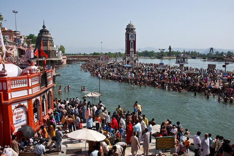Thousands bathing at Ha-ki-Pairi ghat