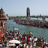 Thousands bathing at Ha-ki-Pairi ghat