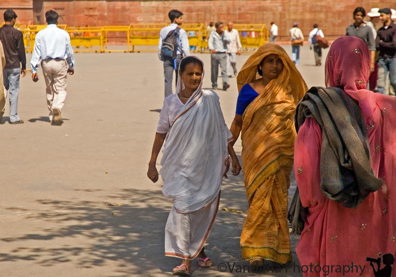 the crowd on the move in Red Fort