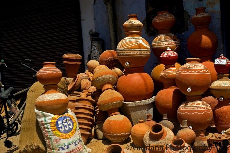 thru Delhi after some birding - earthern pots on sale. For much of the country without refrigerators, the only good source of cold water in the terrible heat.