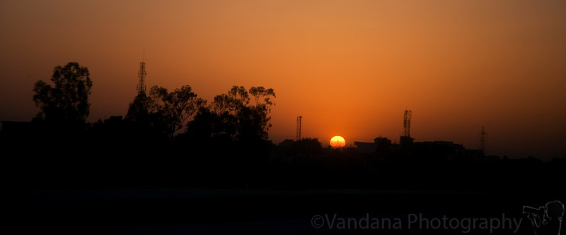 April 13, 2006 - early morning in Delhi. Drive to Agra to see and photograph the Taj Mahal in decent lighting. Sunrise in Delhi