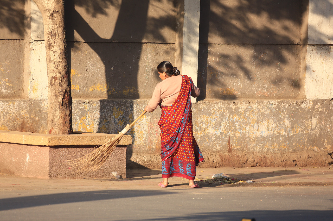 There are women all over the city sweeping up litter, so the city of Jamnagar is much cleaner than most.
