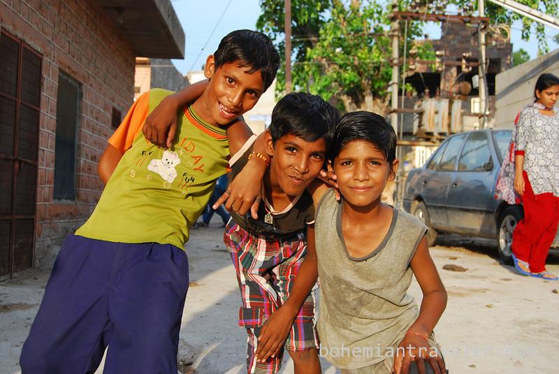 kids posing in Jodhpur, Rajasthan, India.