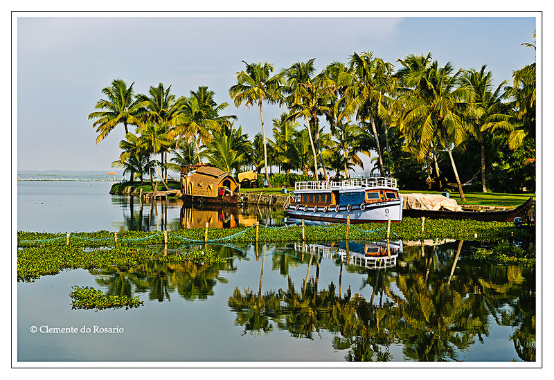 Kerala Houseboat, also known as Ketuvalloms, at Kumarakom Lake Resort, Kerala, India<br /> File Ref: Kerala-2006 107R