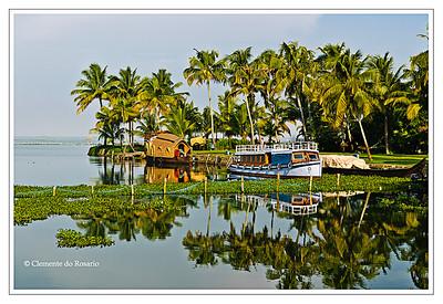 Kerala Houseboat, also known as Ketuvalloms, at Kumarakom Lake Resort, Kerala, India File Ref: Kerala-2006 107R