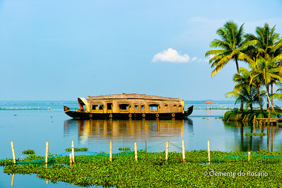 Kerala Houseboat, also known as Ketuvalloms, at Kumarakom Lake Resort, Kerala, India File Ref: Kerala-2006 116R 1514