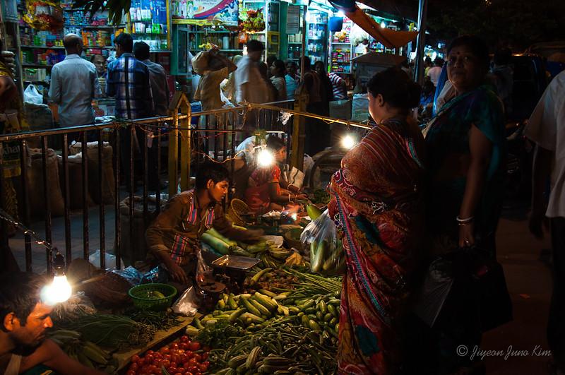 Kolkata market at night
