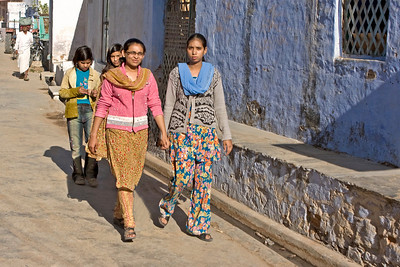 Ladies in the street at Nimaj Bagh.  Copyright for this photo belongs to Lesley Bray.