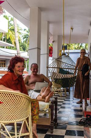Hyggestund på terrassen på første hotel.