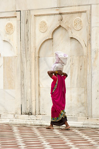 Female Worker, Taj Mahal