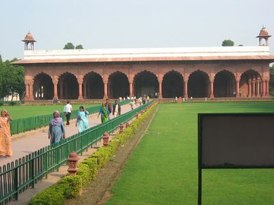 Red Fort approach to the Public Court