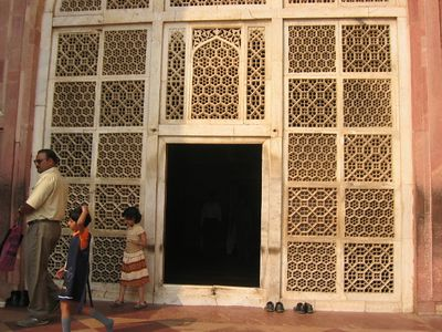 Akbar's Tomb in Sikandara. The carved white marble served as a screen that allowed light and air to pass through.