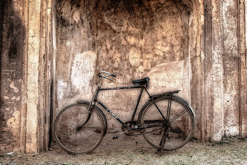 Bicycle outside a temple in Orchha.