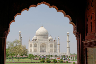 A slightly different angle of the Taj, from beneath one of the crenelated cloisters of the gateway.