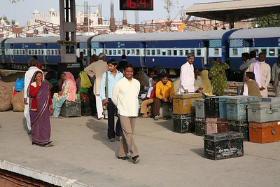 Train station along the way to Jaipur.